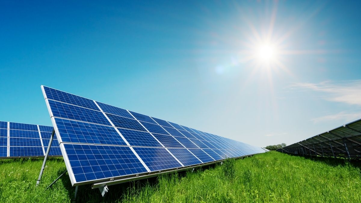 What are the different uses of solar panels?